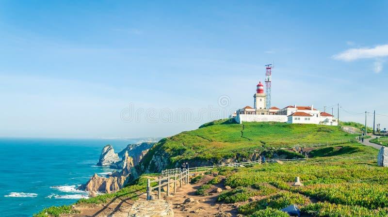 roca du DA Portugal de cabo Phare et falaises au-dessus d'Ocea atlantique images stock