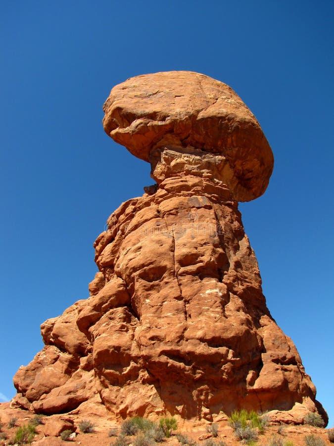 Roca equilibrada en el parque nacional de los arcos fotos de archivo