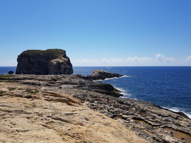 Roca fungosa en Gozo, Malta fotografía de archivo