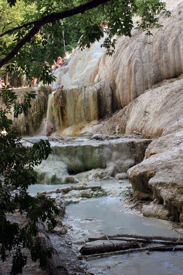 Roca mineral de Bagni San Filippo en Italia foto de archivo