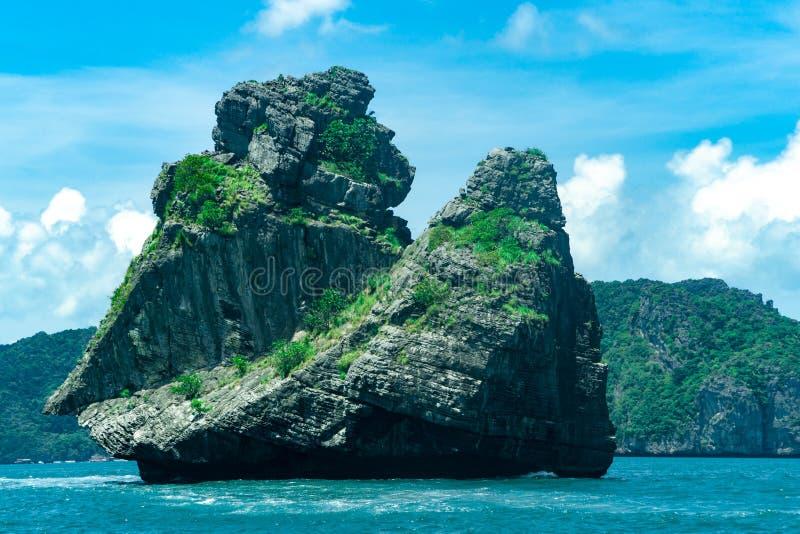 Roca nacional del mono de Ang Thong Marine Park fotos de archivo