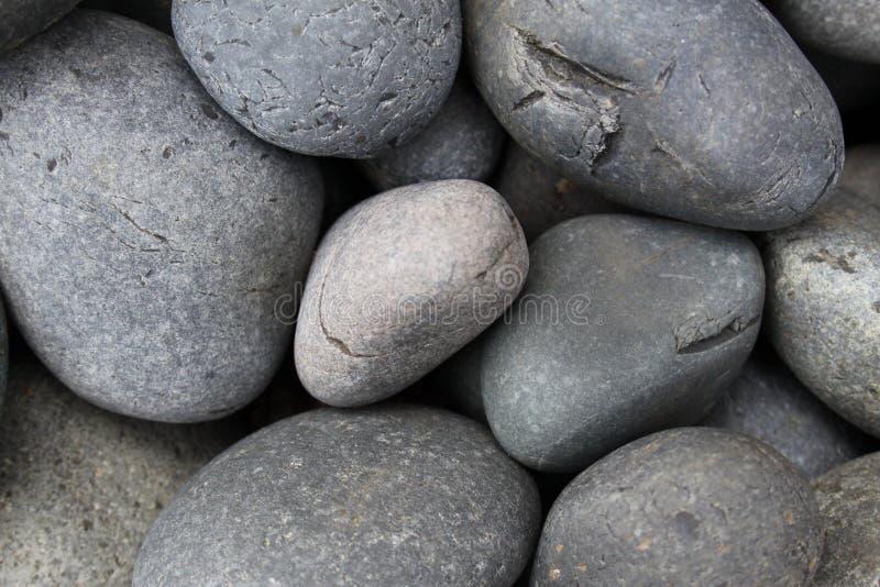 Roca negra 2019 III del r?o fotografía de archivo