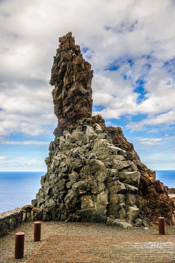 Roca pedregosa en Tenerife, islas Canarias fotografía de archivo