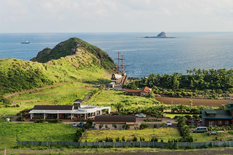 Roca principal del dragón en la costa de Yongmeori, Sanbang-ro, isla de Jeju, Corea del Sur imagen de archivo