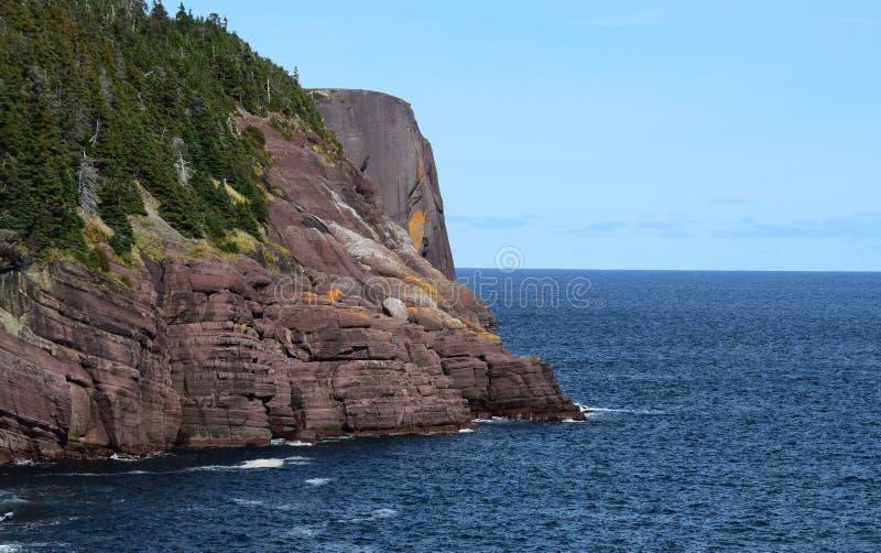 Roca principal roja Flatrock de la costa de Killick imágenes de archivo libres de regalías