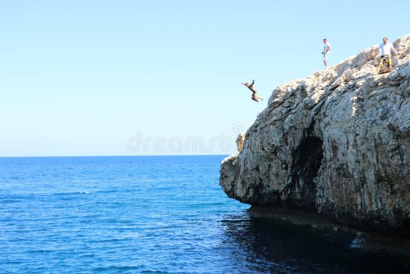 Roca que salta en Chipre hermoso fotos de archivo libres de regalías