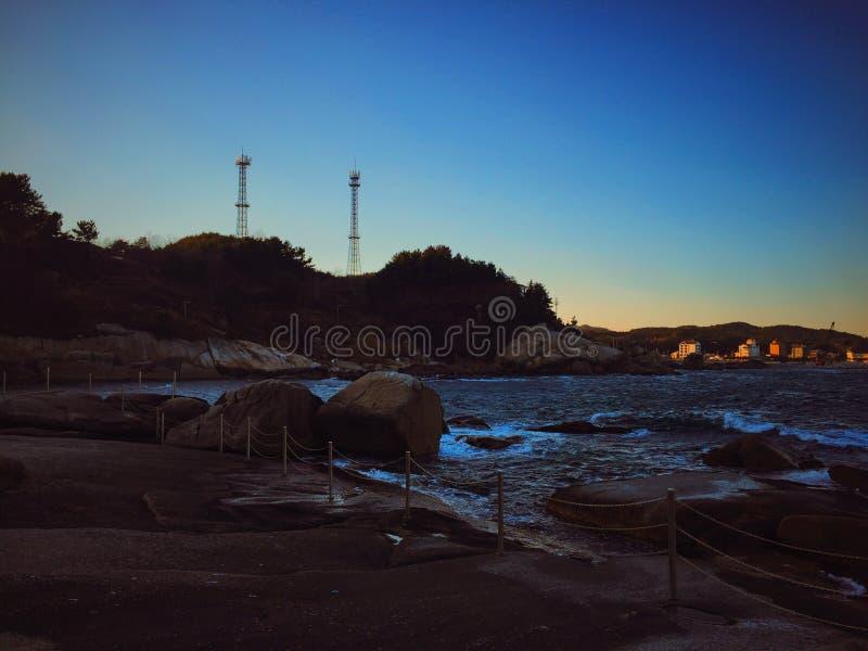 Roca y mar fotografía de archivo