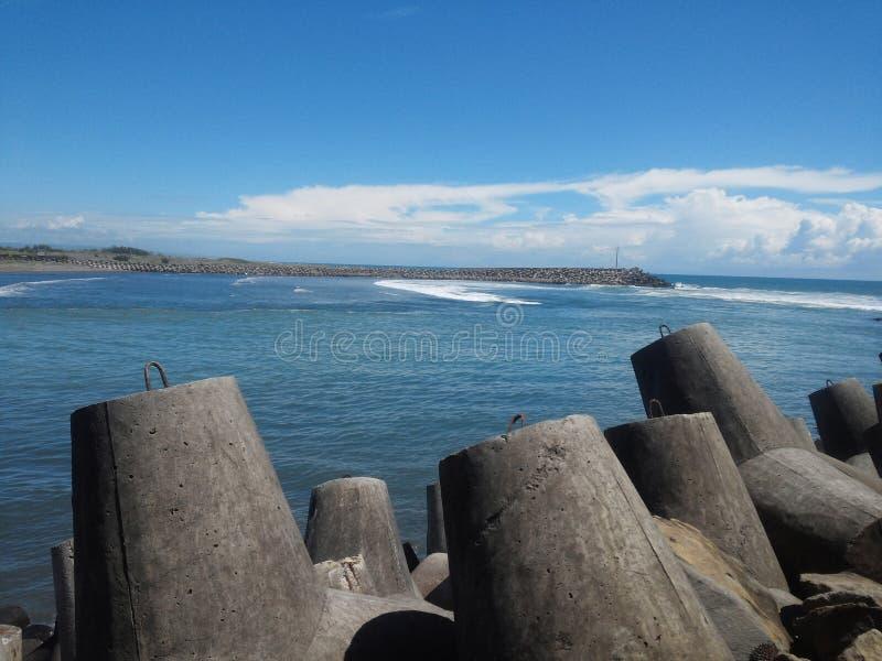 Roca y playa fotografía de archivo libre de regalías