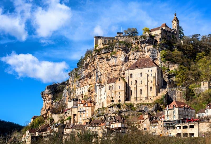 Rocamadour by, en härlig si för arv för UNESCOvärldskultur royaltyfria foton