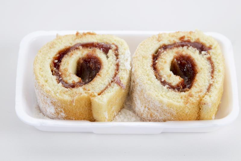 Rocambole Rullande guavadegkaka brasiliansk mat fotografering för bildbyråer