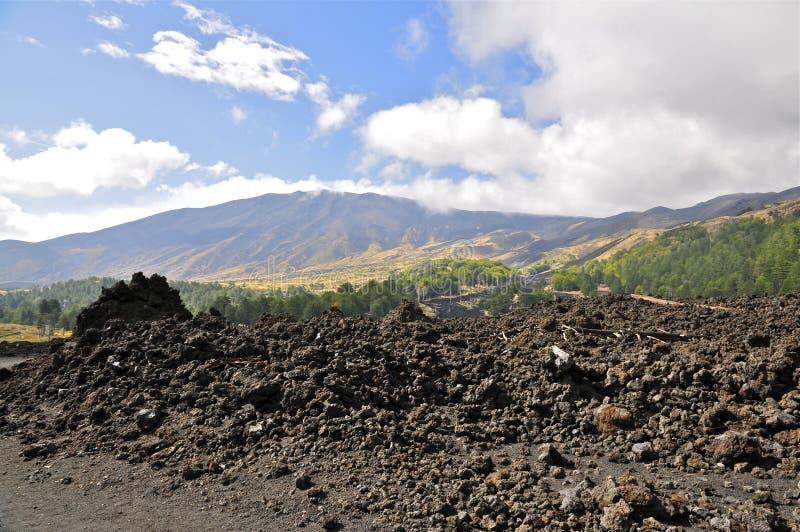 Rocas ígneas en las cuestas del monte Etna, Sicilia fotografía de archivo libre de regalías