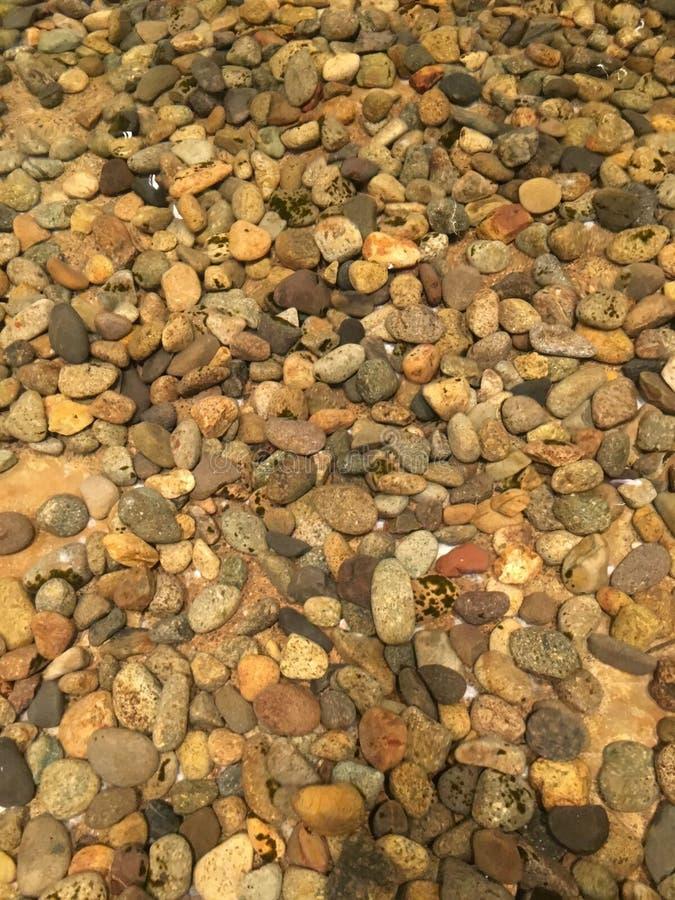 Rocas bajo el agua foto de archivo libre de regalías