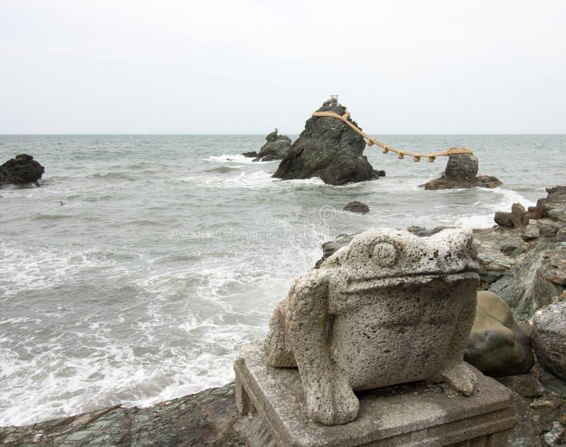 Rocas casadas de la pareja, Mie Prefecture, Japón fotografía de archivo