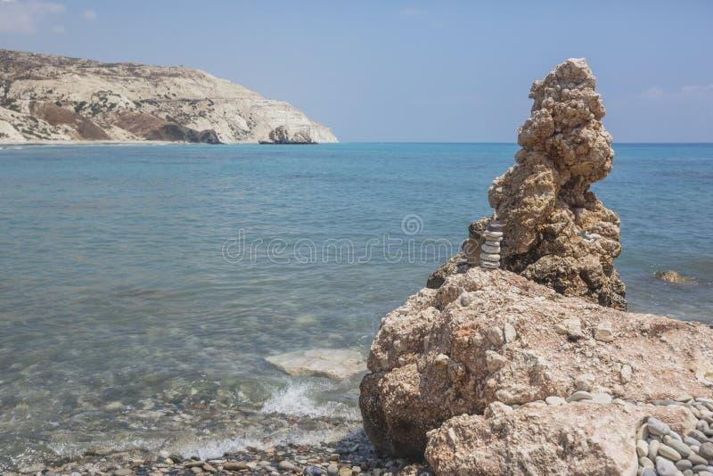 Rocas cerca del lugar de nacimiento del Aphrodite, paisaje de Chipre foto de archivo