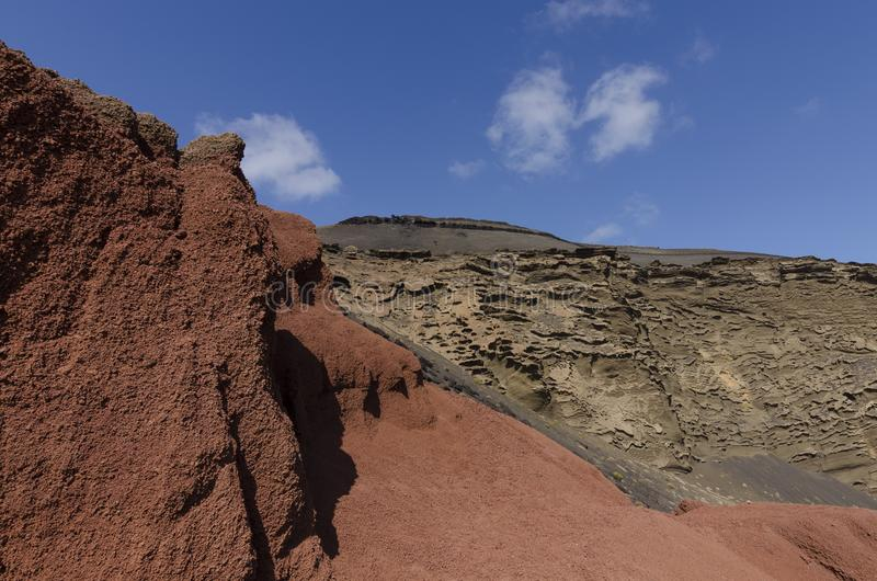Rocas coloreadas en el EL Golfo en Lanzarote imagen de archivo libre de regalías