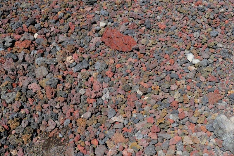 Rocas coloridas de la lava que componen muchas trayectorias alrededor del monte Fuji, Japón imagenes de archivo