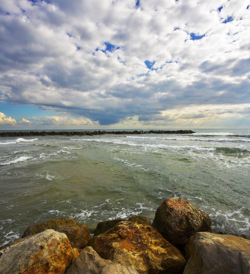 Rocas costeras en Tel Aviv foto de archivo