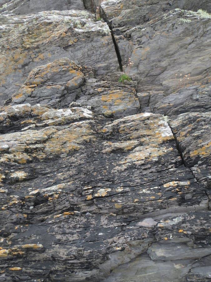 Rocas de Coastal del irlandés fotos de archivo