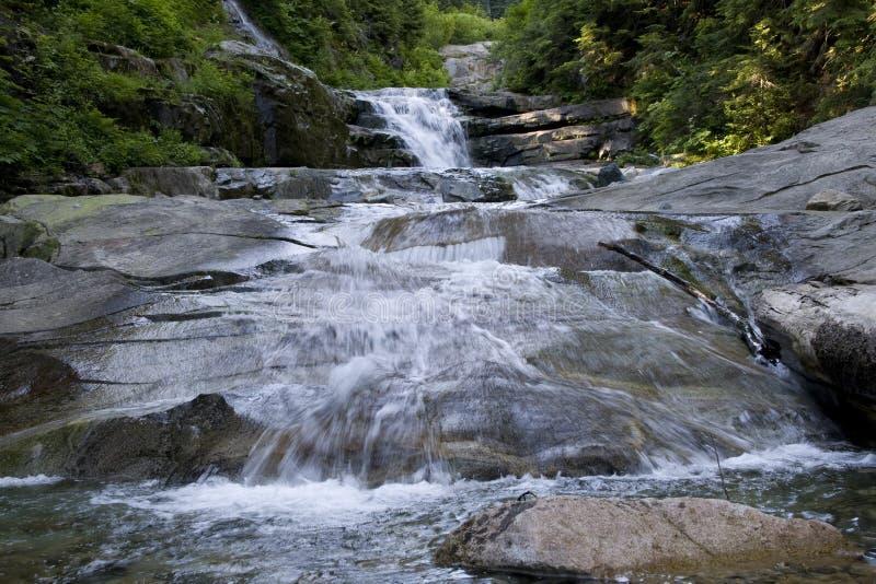 Rocas de la cascada de las cascadas foto de archivo libre de regalías