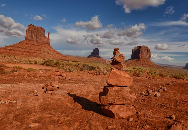 Rocas de la meditación en valle del monumento imagen de archivo