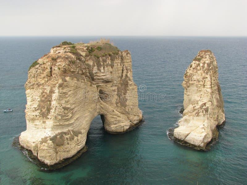 Rocas de la paloma en Beirut, Líbano imagen de archivo libre de regalías