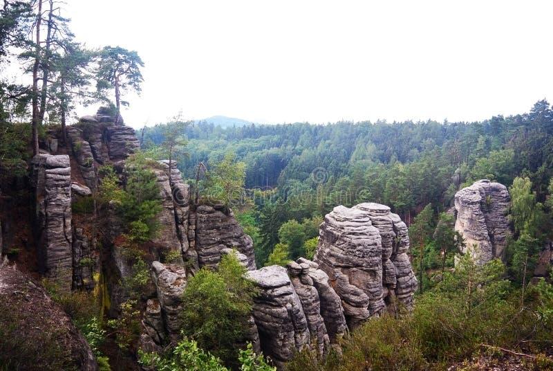 Rocas de Prachov de los acantilados de la piedra arenisca en República Checa imagen de archivo