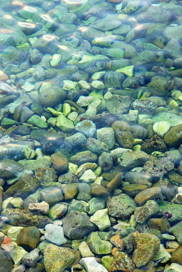 Rocas en el agua fotos de archivo libres de regalías