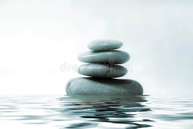 Rocas en el agua fotos de archivo