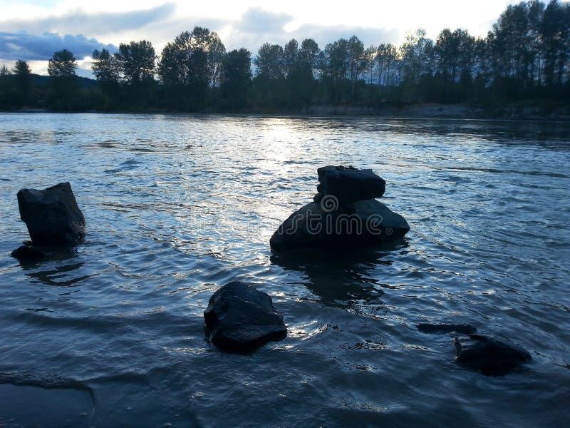 Rocas en el río fotografía de archivo