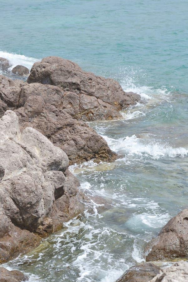 Download Rocas En La Orilla Del Mar Egeo Imagen de archivo - Imagen de azul, isla: 44851745