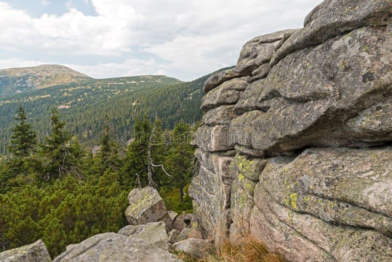 Rocas en las montañas de Krkonose imágenes de archivo libres de regalías