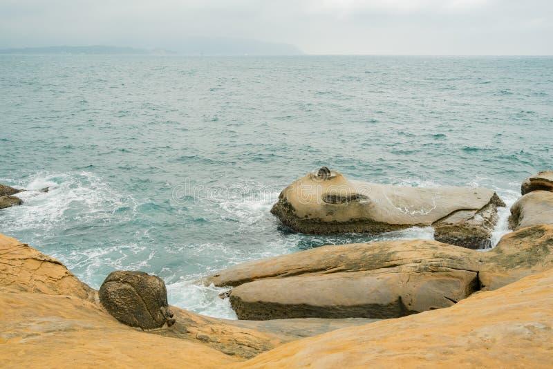 Rocas especiales, velas del mar en Yehliu Geopark foto de archivo libre de regalías