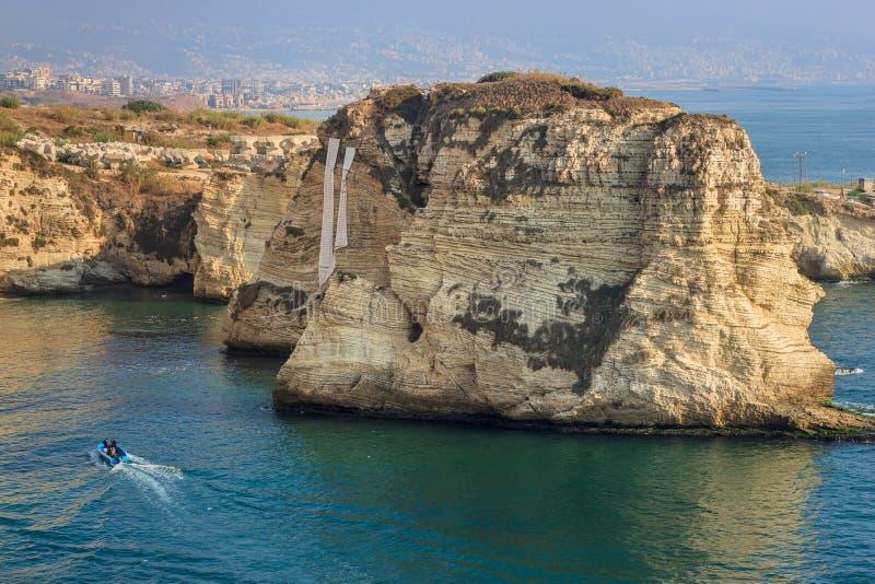 Rocas famosas de la paloma en Beirut Líbano imagen de archivo