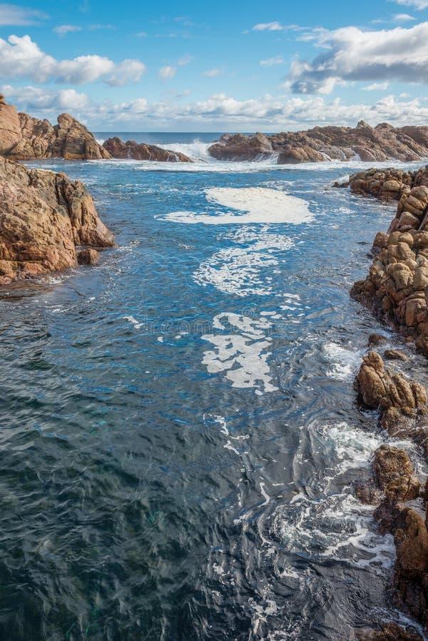 Rocas famosas en el canal de la costa en Busselton imagen de archivo