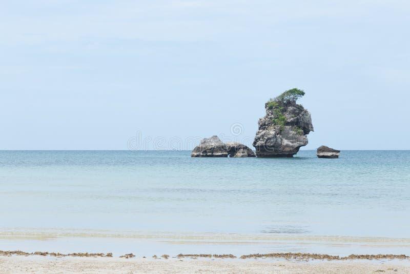 Rocas grandes en el centro foto de archivo