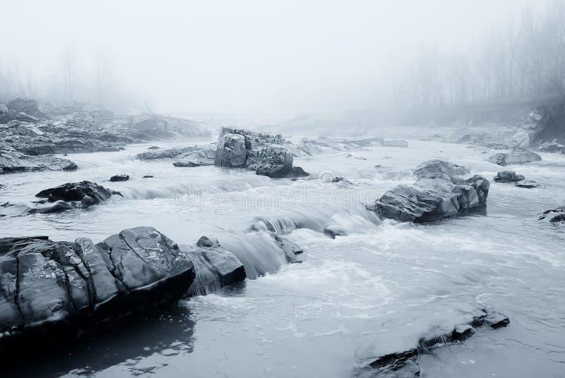 Rocas grandes en el río fotos de archivo libres de regalías