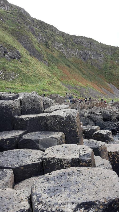 Rocas mojadas en el terraplén de Giants imagen de archivo libre de regalías
