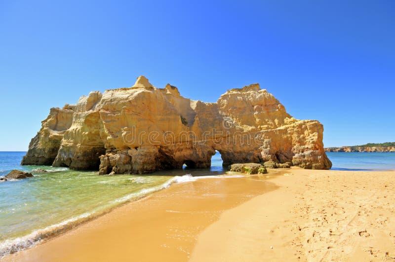 Rocas naturales en el Praia DA Rocha Portugal fotografía de archivo