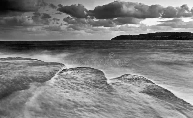 Rocas planas de agua dulce BW del mar 3 imágenes de archivo libres de regalías