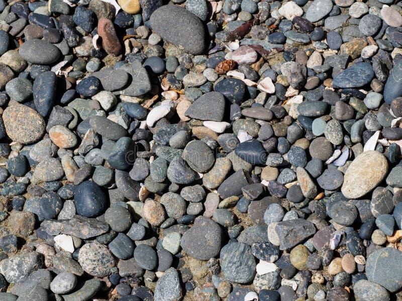 Rocas redondeadas de la playa fotos de archivo