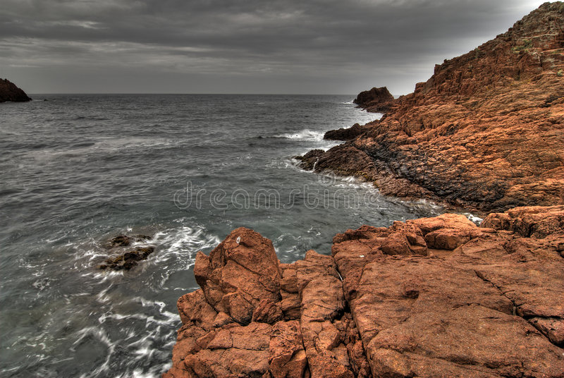 Rocas rojas de la costa de Provence fotos de archivo