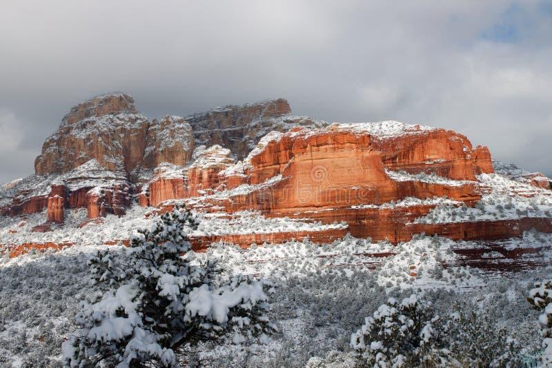 Rocas rojas nevadas fotografía de archivo libre de regalías