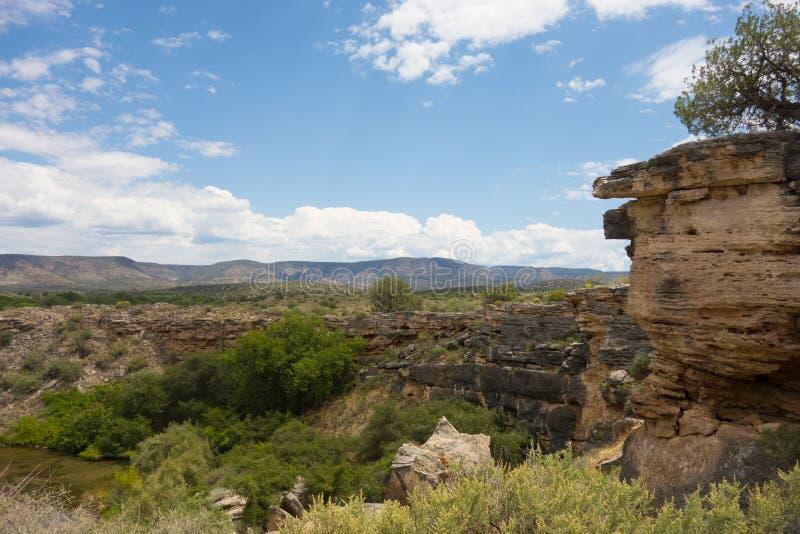 Rocas sedimentarias en el desierto fotos de archivo libres de regalías