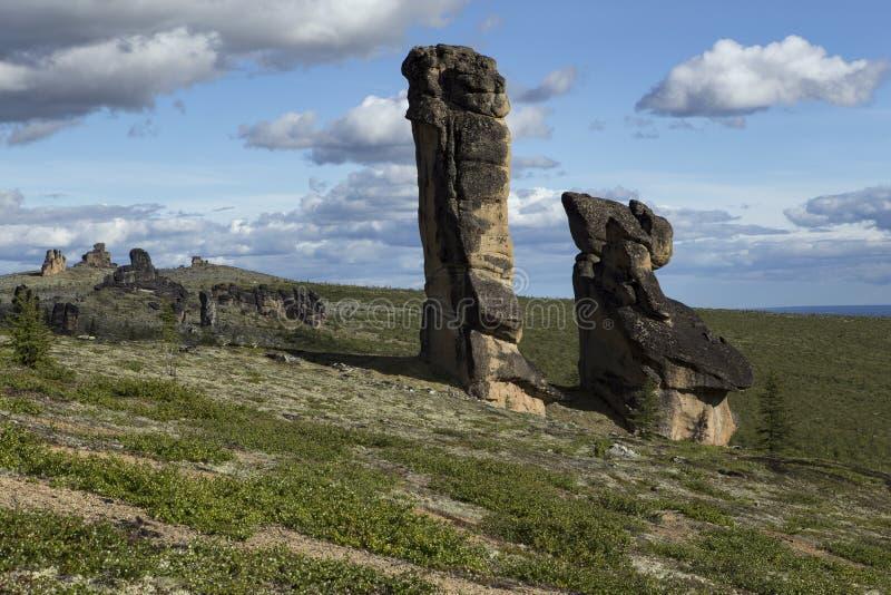 Rocas separadas del granito de la forma inusual en la tarima foto de archivo