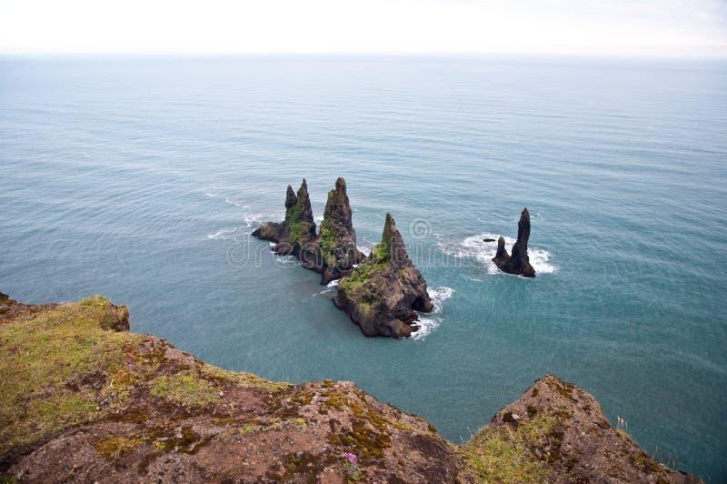 Rocas sostenidas en el mar fotos de archivo