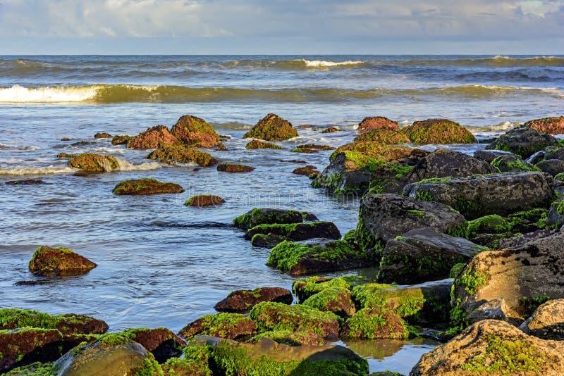 Rocas y el mar fotos de archivo libres de regalías