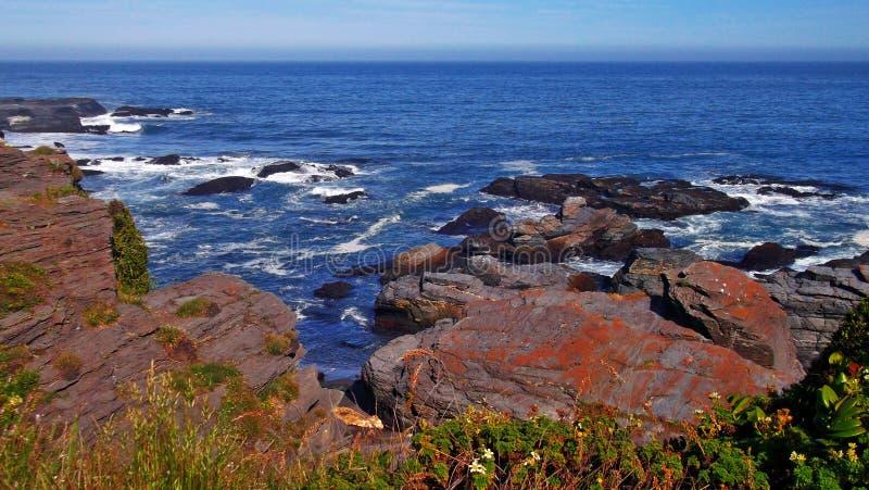 Rocas y mar foto de archivo