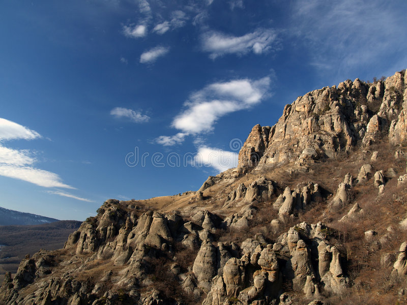 Rocas y nubes fotos de archivo