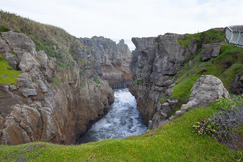 Rocas y sopladuras, Punakaiki Nueva Zelanda de la crepe fotografía de archivo libre de regalías