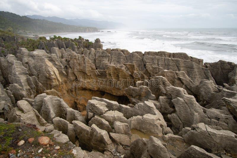 Rocas y sopladuras, Punakaiki Nueva Zelanda de la crepe imagen de archivo